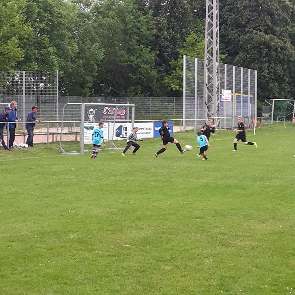 """D-Jugend : SV """"Eintracht"""" Gröbers - SG Elster-Luppe-Aue     8:2"""